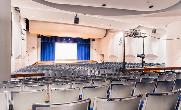 Newton High School Auditorium in Newton, Iowa. Click for larger image.